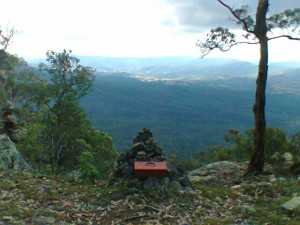 The cairn on Belloon Pass